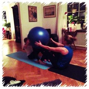 pt stockholm trana med barn trana hemma pilates